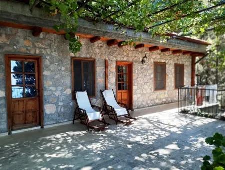 Fethiye Faralyada Deniz Manzaralı, Tam Donanımlı Ve Belgeli Satılık Doğal Ve Taştan Butik Otel